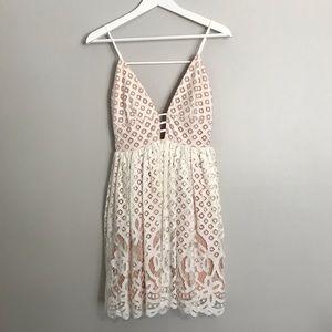 Lucy Paris Lace Dress Size XS 💕